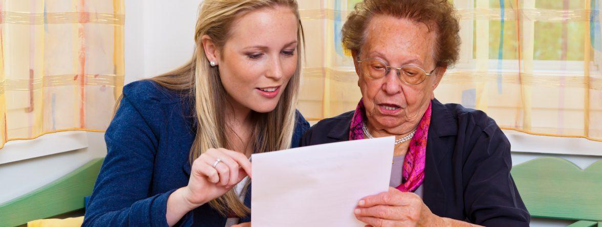 Die Hamburger Hausbesuche sollen als Beratungsangebot älteren Menschen helfen (Foto: Gina Sanders - Fotolia.com)